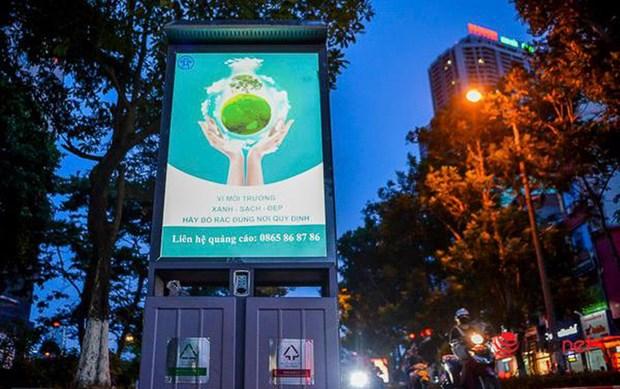 河内市发光垃圾桶让城市面貌焕发光彩 hinh anh 1