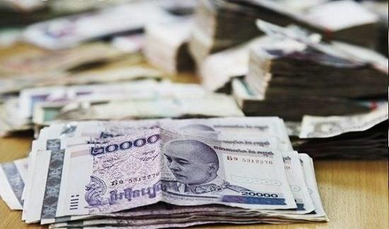 柬埔寨劳工联合会提议将最低工资上调至203.35美元 hinh anh 1