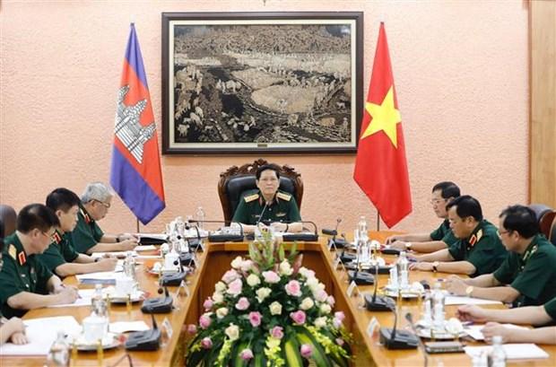 提高越南与柬埔寨防务合作机制的质效 hinh anh 2