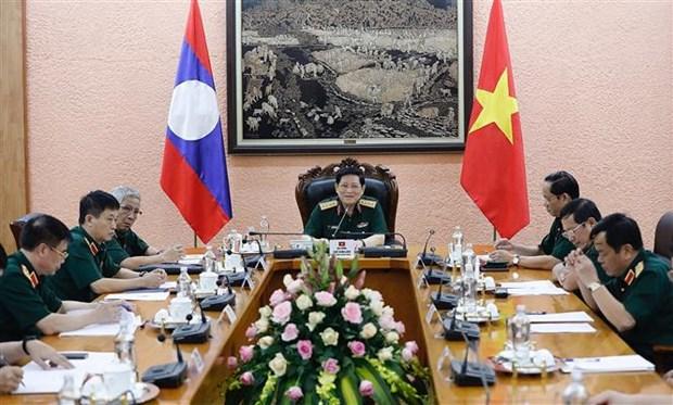 越南国防部长吴春历大将与老挝国防部长占沙蒙•占雅拉大将通电话 hinh anh 1