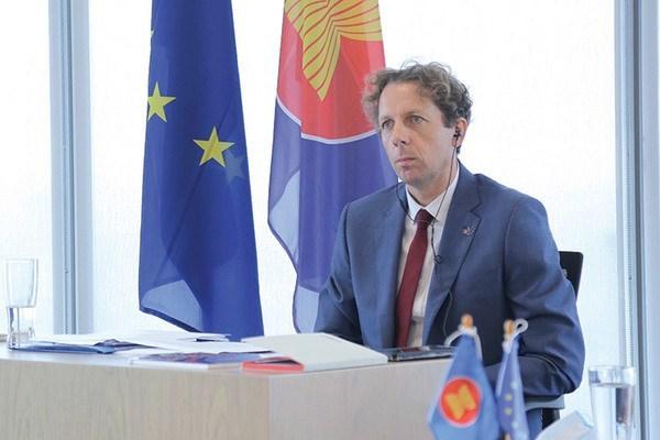 欧盟向东盟各国发放200多项研究生奖学金 hinh anh 1