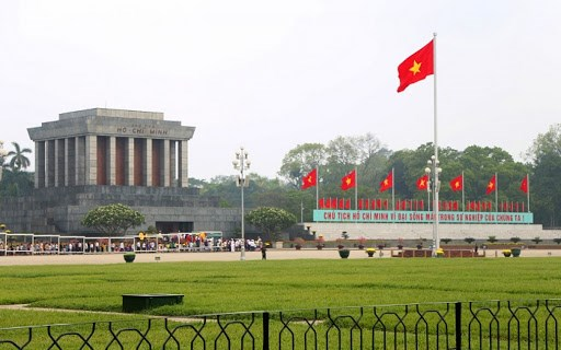 巴亭广场——唤起民族情感和自豪感的地方 hinh anh 1