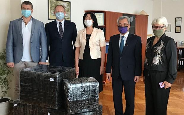 越南驻乌克兰大使走访胡志明主席重点外语学校 hinh anh 1