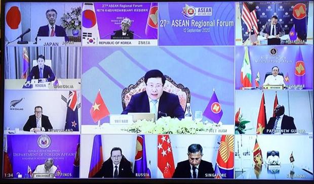 越南政府副总理兼外长范平明主持召开国际记者会 通报AMM53和相关会议成果 hinh anh 2