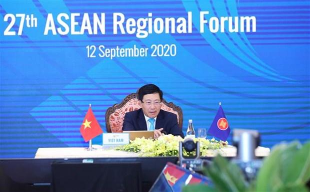 越南政府副总理兼外长范平明主持召开国际记者会 通报AMM53和相关会议成果 hinh anh 1