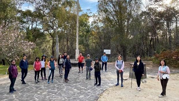 在澳大利亚的越南老留学生参加为越南贫困儿童步行筹款活动 hinh anh 1