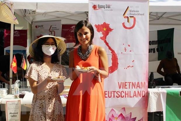 越南在德国南部推介越南风土人情 hinh anh 1