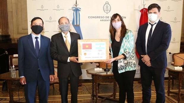 越南国会向阿根廷国会赠送2万只口罩 hinh anh 1