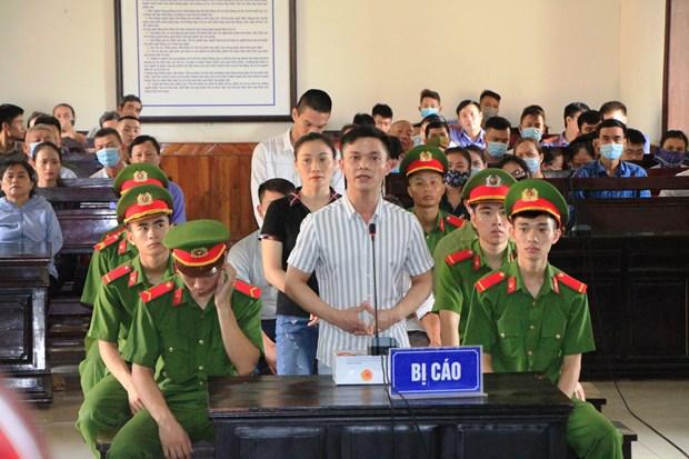 河静省人民法院对组织他人偷渡至国外案的7名涉案人员作出判决 hinh anh 1