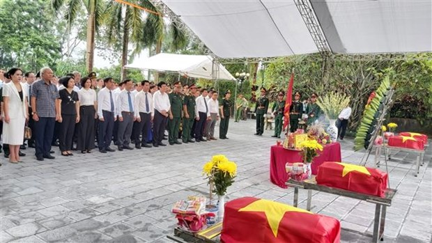 渭川县国家烈士陵园为烈士遗骸举行追掉会和安葬仪式 hinh anh 1
