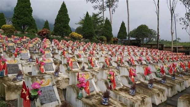 渭川县国家烈士陵园为烈士遗骸举行追掉会和安葬仪式 hinh anh 2