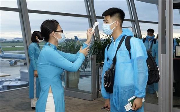 新冠肺炎疫情后越航执行首个定期国际商业航班 hinh anh 1