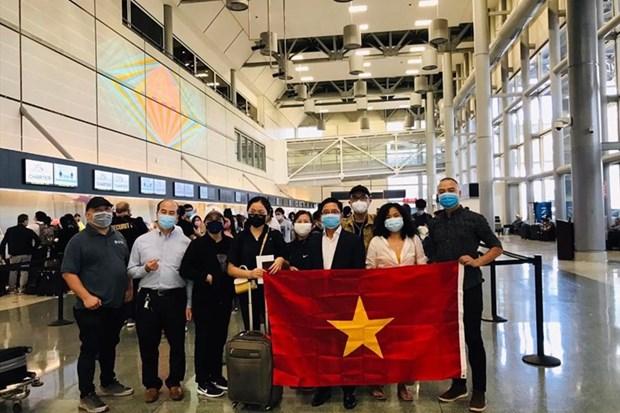 在美国的340余名越南公民安全回国 hinh anh 1