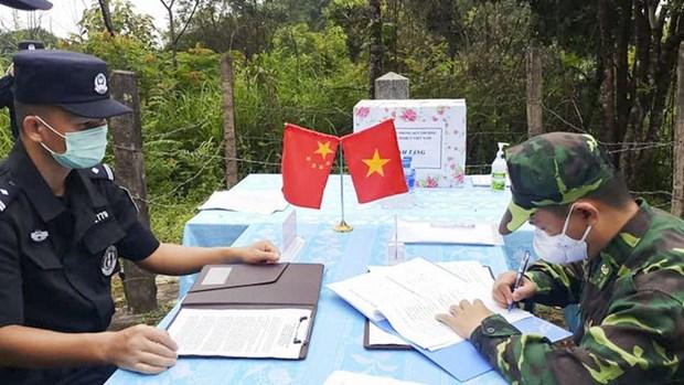 越南奠边省边防部队与中国云南出入境边防检查总站举行现场会谈 hinh anh 1