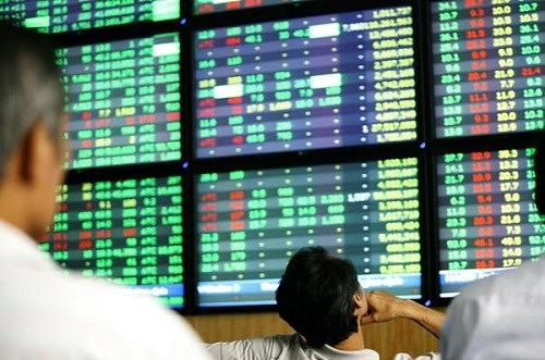 越南股市今日早盘成交额达近5.6万亿越盾 hinh anh 1
