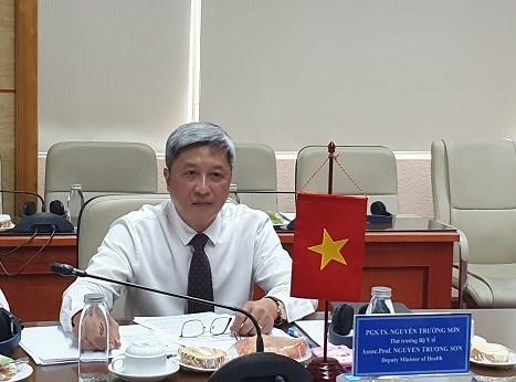 越南卫生部与世界卫生专家就在疫情的背景下非传染性疾病的治疗问题展开讨论 hinh anh 1