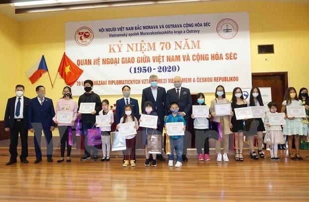 旅居捷克越南人开展系列活动 加强与捷克公民的沟通交流 hinh anh 1