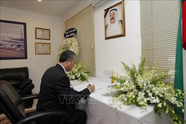 胡志明市领导吊唁科威特国王 hinh anh 1