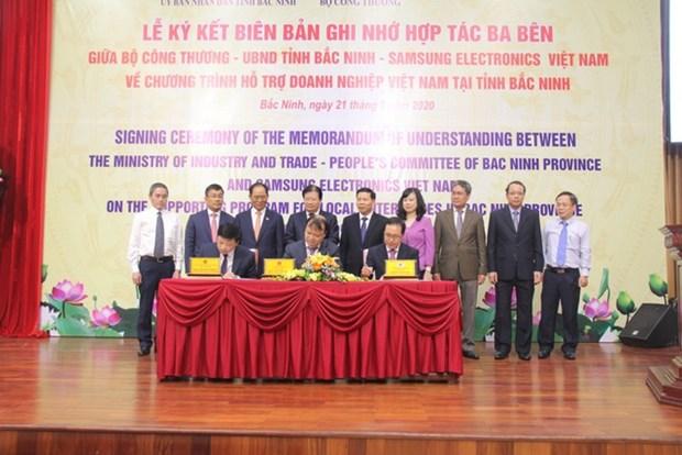 北宁省与工贸部和三星(越南)公司签署越南企业扶助计划的三方合作备忘录 hinh anh 1