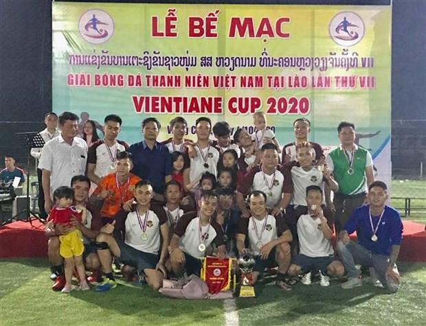 2020年万象越南青年足球比赛加强在老越南人之间的团结 hinh anh 1