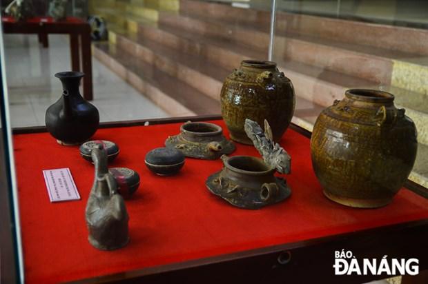 岘港博物馆举行海底沉船中陶瓷器系列展 hinh anh 2