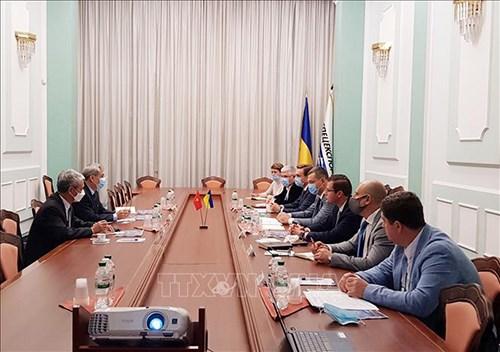 越南与乌克兰促进军事技术合作 hinh anh 1