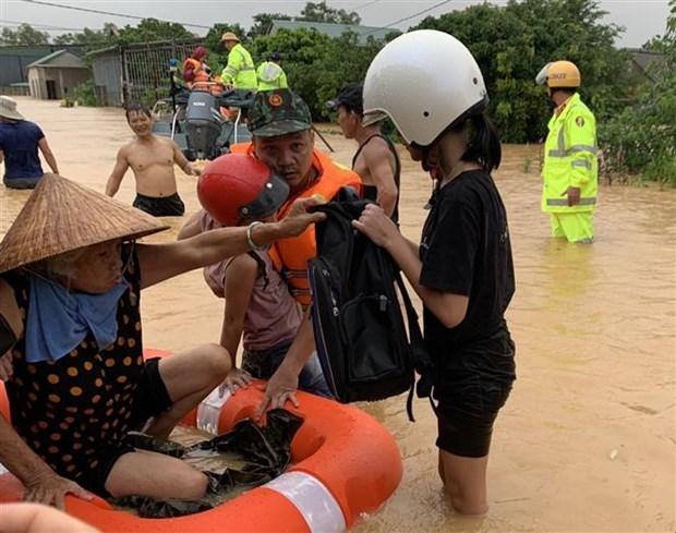 政府总理发布通知要求全力应对中部地区暴雨洪涝灾害 hinh anh 1