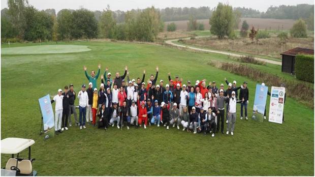 纪念越德建交45周年的友好高尔夫球比较 hinh anh 1