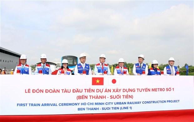 胡志明市城市地铁一号线首列车接车仪式举行 hinh anh 1