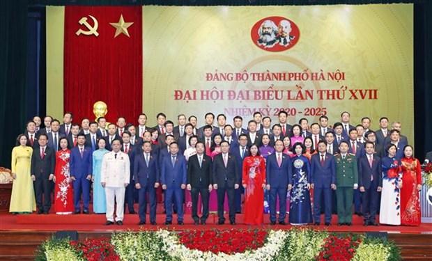 迎接党的十三大:越共河内市第十七代表大会圆满闭幕 hinh anh 1