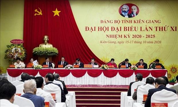 迎接党的十三大:张和平同志出席越共坚江省第十一次代表大会 hinh anh 1