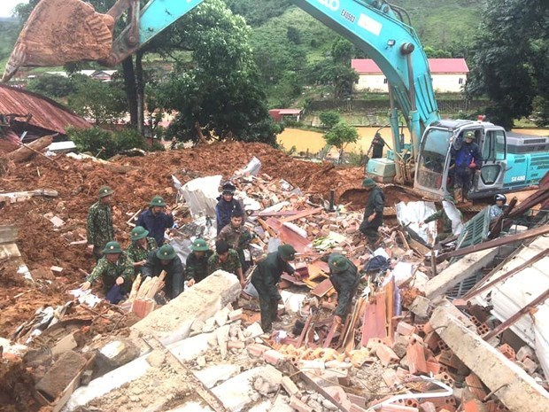 越南政府总理指导在广治与承天顺化省开展抢险救灾工作 hinh anh 1