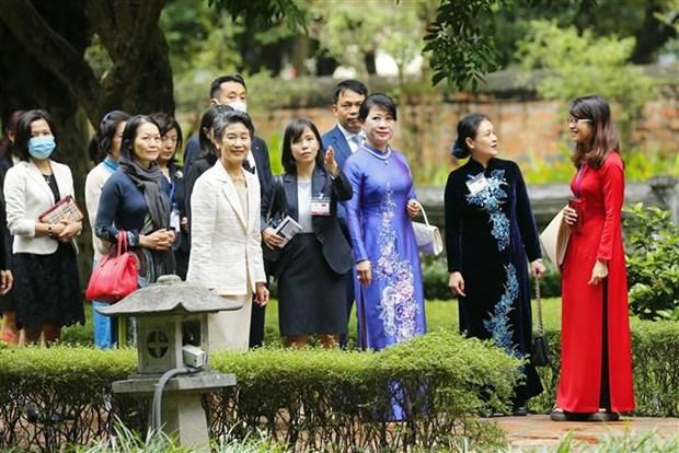 日本首相菅义伟夫人参观文庙国子监和越南妇女博物馆 hinh anh 2