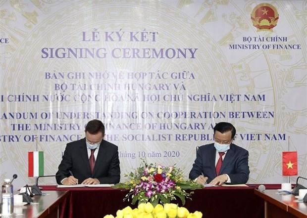 越南与匈牙利签署金融合作备忘录 hinh anh 1