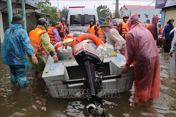 越南从国家物资储备库向5个灾情严重省份提供所需物资 hinh anh 1