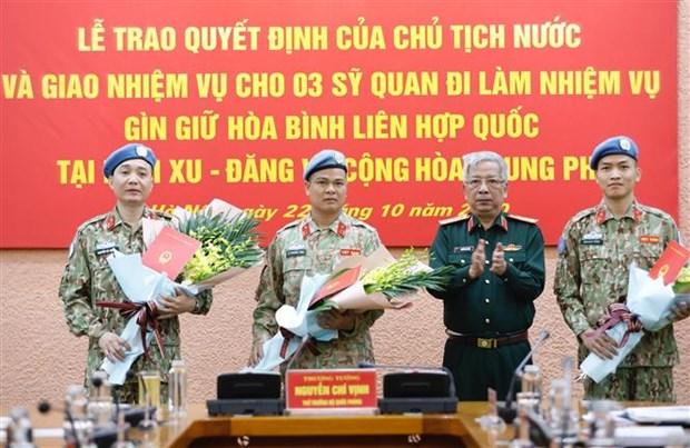 越南人民军3名军官即将赴南苏丹和中非共和国执行维和任务 hinh anh 1