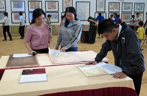 """""""黄沙长沙归属越南-历史证据和法律依据""""图片资料展在富安省举行 hinh anh 2"""