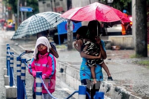 """台风""""莫拉菲""""登陆菲律宾吕宋岛 致12名渔民失踪 hinh anh 1"""