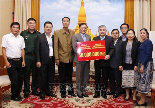 旅居老挝越南人共同携手帮助沙湾拿吉省人民开展灾后重建工作 hinh anh 1