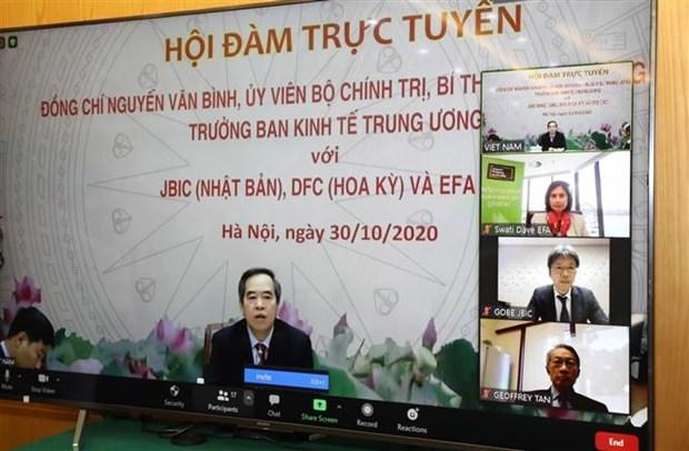 越共中央经济部部长阮文平与日本、美国和澳大利亚三大金融组织举行线上会谈 hinh anh 1