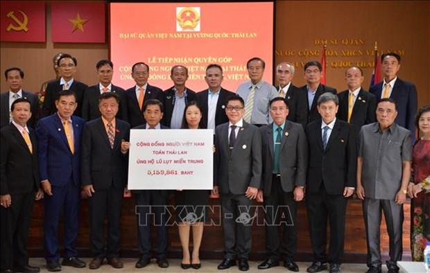 旅居泰国和德国越南人积极响应为中部灾区群众捐赠活动 hinh anh 1