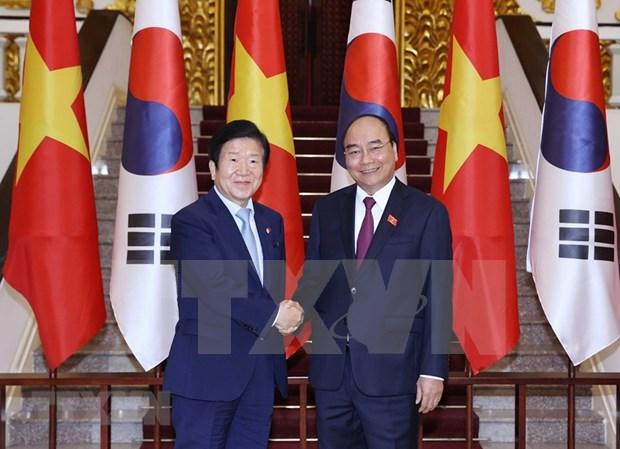 越南政府总理阮春福会见韩国国会议长朴炳锡 hinh anh 1