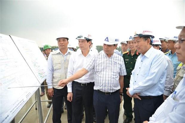 越南政府常务副总理张和平对新山一机场升级改造项目进行检查 hinh anh 1
