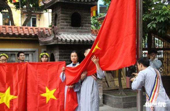 越南在各宗教场所发起悬挂国旗的运动 hinh anh 1