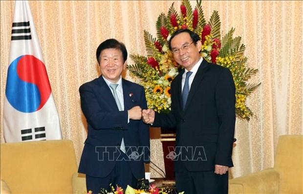 胡志明市领导会见韩国国会议长朴炳锡 hinh anh 1