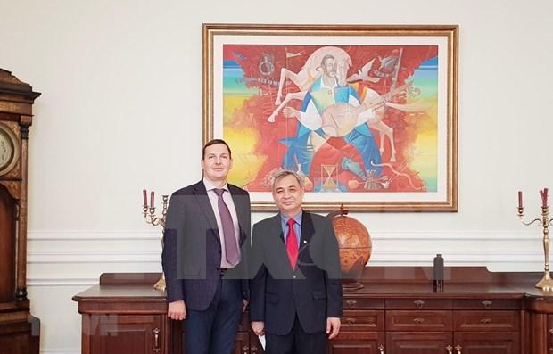 乌克兰越南友好协会主席会见即将离任的越南驻乌克兰大使阮英俊 hinh anh 1