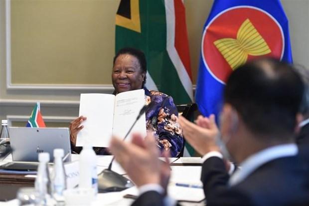 ASEAN 2020:南非签署加入《东南亚友好合作条约》文件 hinh anh 1