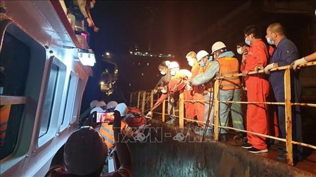 越南成功营救一名海上遇险的中国籍船员 hinh anh 1
