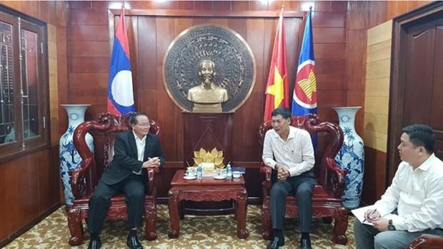 老挝乌多姆赛省捐助越南中部各省克服洪涝后果 hinh anh 1