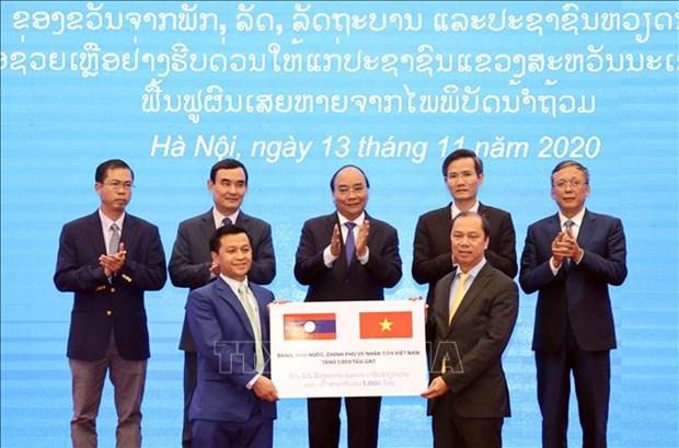 越南向老挝灾民提供1000吨大米援助 hinh anh 1